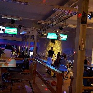 Bowling i Söderhamn kan rekomenderas. Trevlig hall med bra banor som inramas av ett litet bra Café.  Fin stämning med bra hjälpsam personal.
