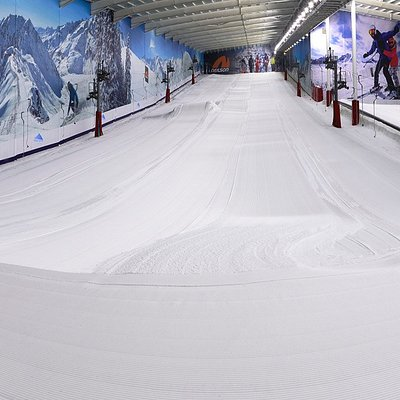 The closest REAL Snow to London, with a 160m Main Slope, and the Largest Lesson Slope in the UK