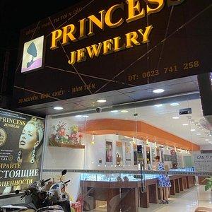 Вход в магазин Princess Jewelry 20 Nguyen Dinh Chieu, HAM TIEN