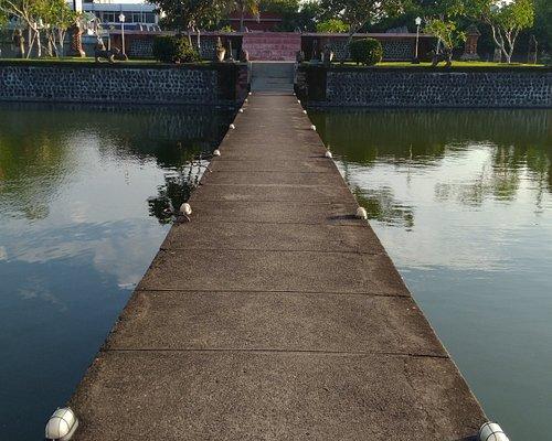 taman tengah kota yang sangat cantik