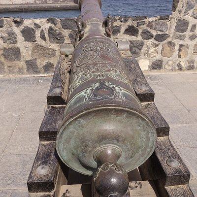 Ob solch eine Kanone genau schiessen kann, währe  eine Frage an Experten.