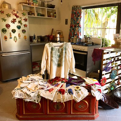 Welcome to our humble little store where you will find Fine Mexican Handcrafts, Eco Friendly Cosmetics and Fresh Organic Produce.