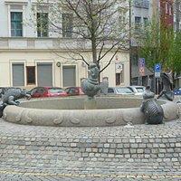 Симпатичный фонтан на перекрёстке Загребской и Америцкой