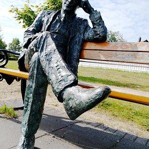Tomas Gudmundsson statue