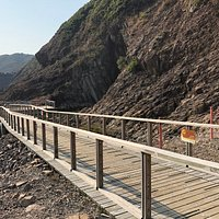 High Island Geo Trail - wooden deck to see the incomplete sea cave