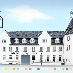 GlamsBjergHus - det aktive hjerte i Glamsbjerg by. 12 moderne ferielejligheder. Restaurant. Café. Selskabslokaler. Møde-  og konferencefaciliteter.