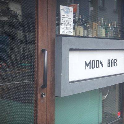バーのわりには上層階や地下にある店ではないので、見つけやすいのはありがたい