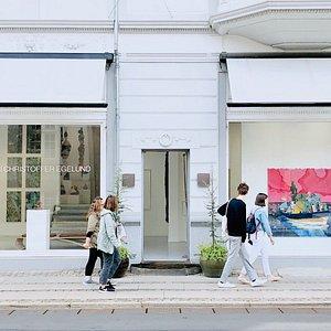 The facade of the gallery