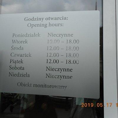 Muzeum im. Boleslawa Biegasaのオープン時間の表示