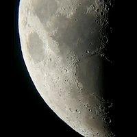 Con la speranza che portino bene, due dei tanti mari della luna, in questa foto si nota  il mare Tranquillitatis e il mare Serenitatis. Foto fatta con telescopio Skywatcher. 🔭🌓