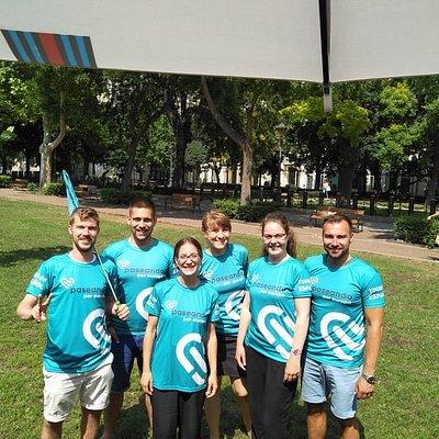 Una parte del nuestro equipo de Budapest ¡Es muy fácil encontrarnos! ¡No lo olvides! Busca siempre el color verde azulado #caminadescubrevive