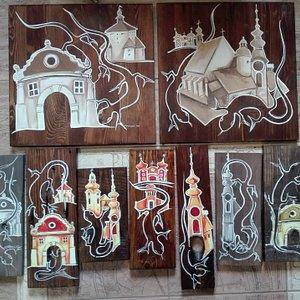 Ručne maľované obrazy s tématikou mestských pamiatok a histórie od rodáčky z Banskej Štiavnice.