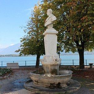 Monumento al Conte Luigi Tadini