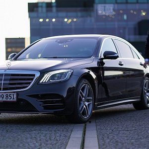 Chauffeur service for private transfers and tours