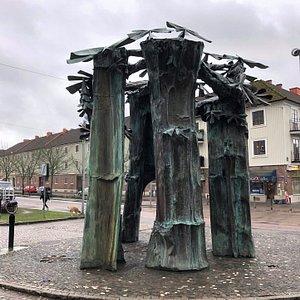Statyn ''Vårdträdet (Den Gamla Hästkastanjen)'' i Göteborg