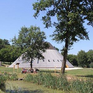 La Pyramide du Loup et son parc de 20 hectares