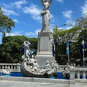 ルーベン・ダリオの像
