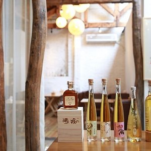 The delicious rice wines ranged from 8-degree alcohol percentage to 17-degree alcohol percentage. It has many flavors, like rose, Chinese Osmanthus, green plum and red-berry.