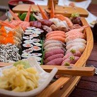 Eines unserer leckeren Sushi-Schiffe