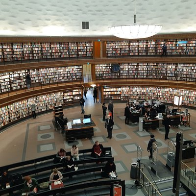 Books are situated on the walls of the circle. Sometimes there are readings in the center of the library