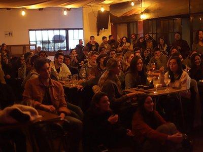 Presentación en vivo de stand up comedy