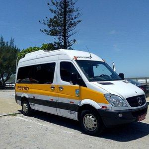 Transporte para eventos e viagens.