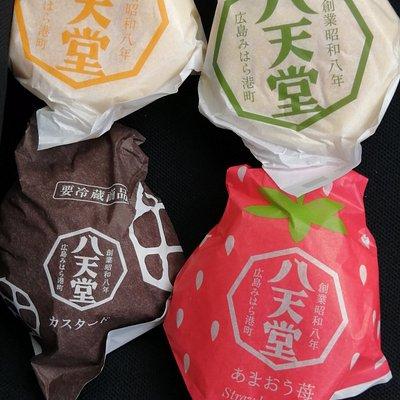生クリーム(左上)、抹茶(右上)、 メロンパン(左下)、あまおう(右下)