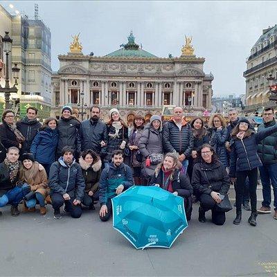 Freetour imprescindible frente la Opera Garnier, buen ambiente con la guía Ivana.