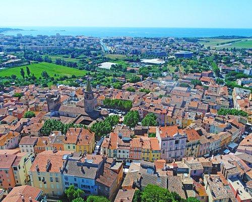 Vue aérienne du coeur historique provençal de Fréjus