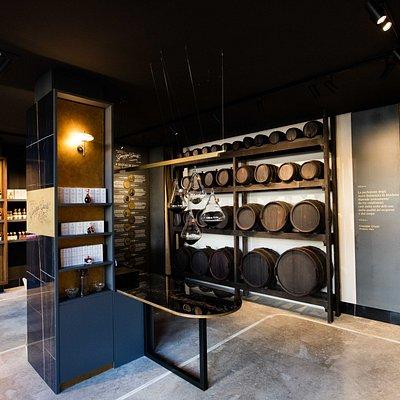 La Bottega di Piazza Grande racconta la storia dell'Acetaia Giusti attraverso gli oggetti dell'arte acetiera e le storiche botti appartenenti alla famiglia da generazioni.