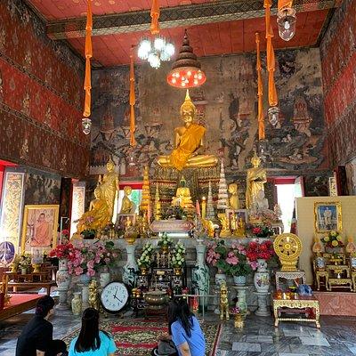 Inside Wat Kamphaeng