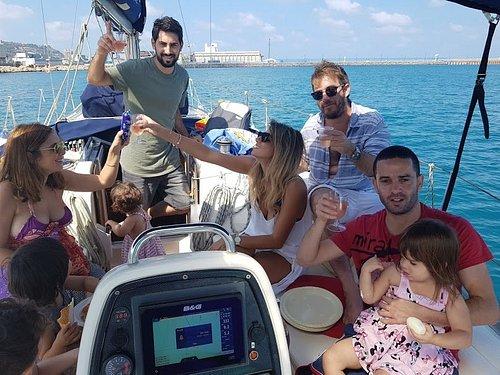 הפלגת משפחה במפרץ חיפה