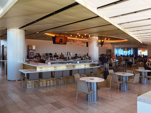 United Club in T-7 at LAX - Interiors