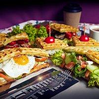 Три наших популярных вафл-сэндвича