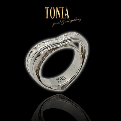 Diamond Ring with international guarantee!One of kind