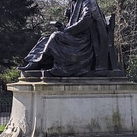 Statue of Lord Kelvin