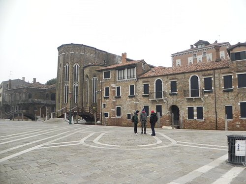 view from the edge of the grande canale
