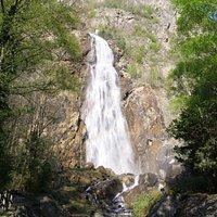 Fraîcheur au pied de la cascade