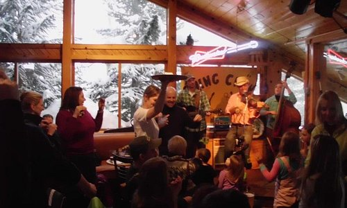 Great classic apres-ski watering hole. It's located upstairs in the Mountain House base lodge,  just steps off the snow at the bottom of the Peru lift