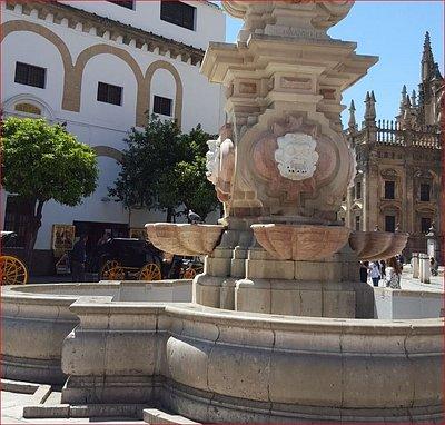 Fuente Farola - de la Plaza Virgen de los Reyes