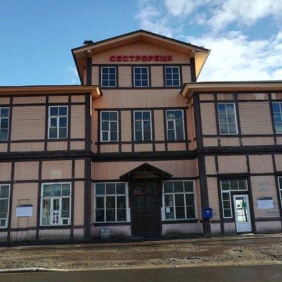 """Вокзал станции """"Сестрорецк""""."""