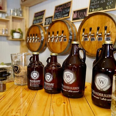Cervecería única en Chillan, con sala de ventas y de gustaciones gratis. Podrás disfrutar de la vista aérea de la sala de proceso y conocer la maquinaria para hacer cerveza artesanal.