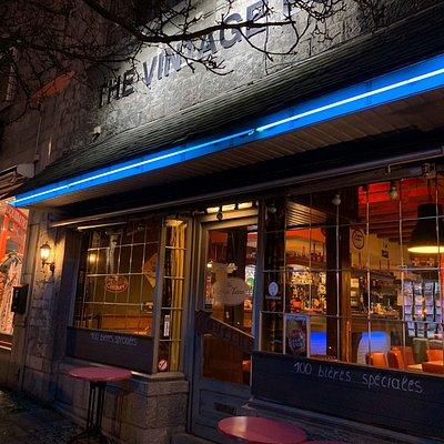 Façade du vintage pub le soir