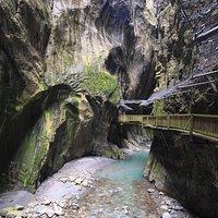 A l'intérieur des gorges du Trient