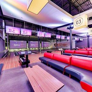 Salon de quilles Sofa-Lounge avec écrans de cinéma