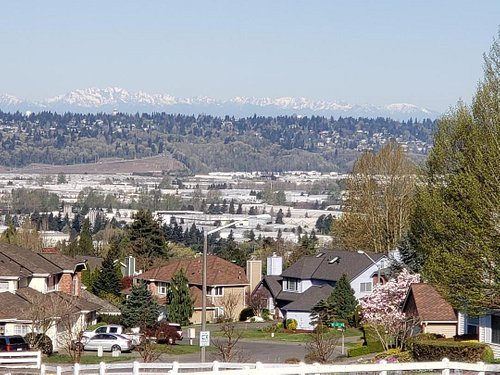 A nice view looking west towards Sea Tac airport.