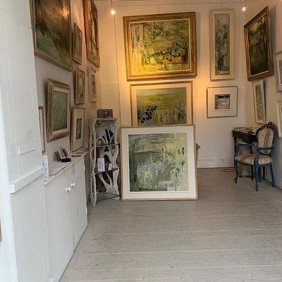 Nice little gallery in Blackrock. Has some interesting pieces of art.  It's not a particularly big gallery but worth a look.