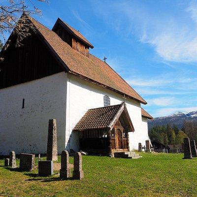 Kviteseid gamle kyrkje er ei steinkyrkje bygd i romantisk stil – frå 1100-talet og er vigd til St. Olav.