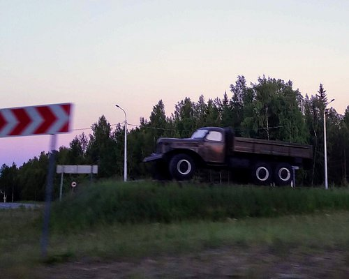 Памятник первопроходцам Севера - ЗИЛ-157, Югорск.