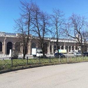 """ТЦ """"Варшавский Экспресс"""" (здание бывшего Варшавского ж/д вокзала), наб. Обводного канала, 118."""